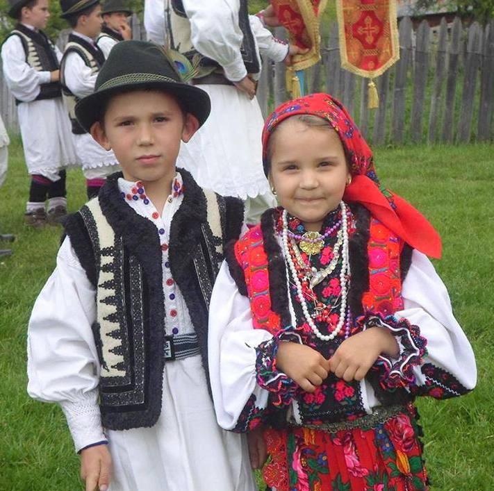 Ghelari-sfintirea-holdelor-foto-Maria-Dobra